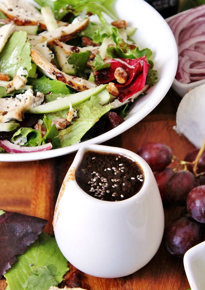 Grape-Chia Grilled Chicken Field of Greens Salad with Welch's Chia Concord Grape Vinaigrette- #Welchs #WelchsChia (AD)