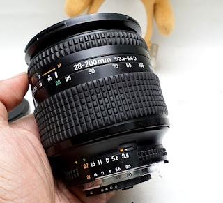 Lensa Nikon AF-D 28-200mm Bekas