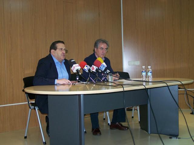Antonio Caba y Román Orozco en la presentación de actividades de la Escuela de Ciudadanos en sus inicios