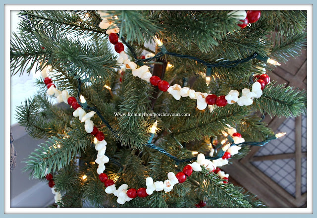 Christmas -Farmhouse- Cottage-Vintage-Christmas- Breakfast- Nook-Faux-popcorn-garland- From My Front Porch To Yours