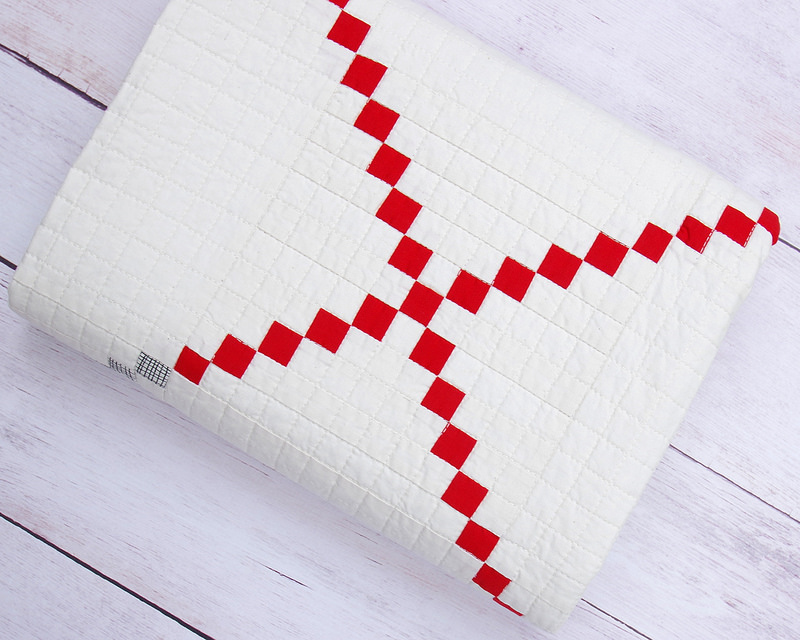 Red and White Irish Chain Quilt | © Red Pepper Quilts 2017