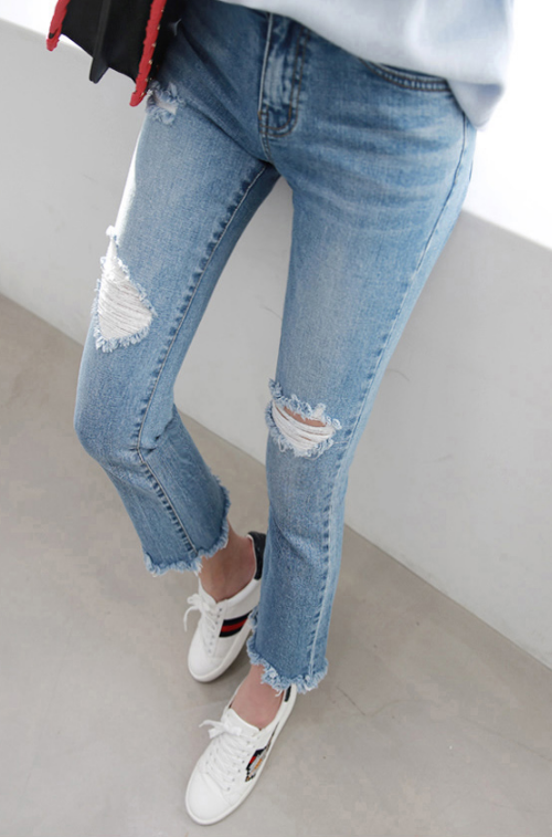 Distressed Cropped Jeans
