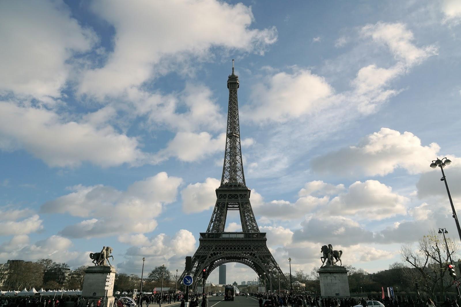 エッフェル塔(La tour Eiffel) イエナ橋(Pont d'Iéna)の上から振り返った景色