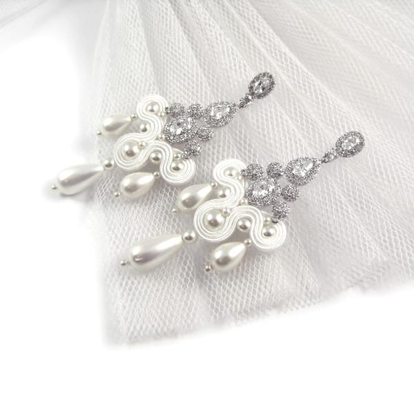 Sutaszowe kolczyki ślubne z cyrkoniami i perłami.