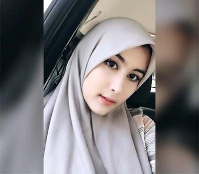 Talitha Curtis Pakai Hijab Abu Abu