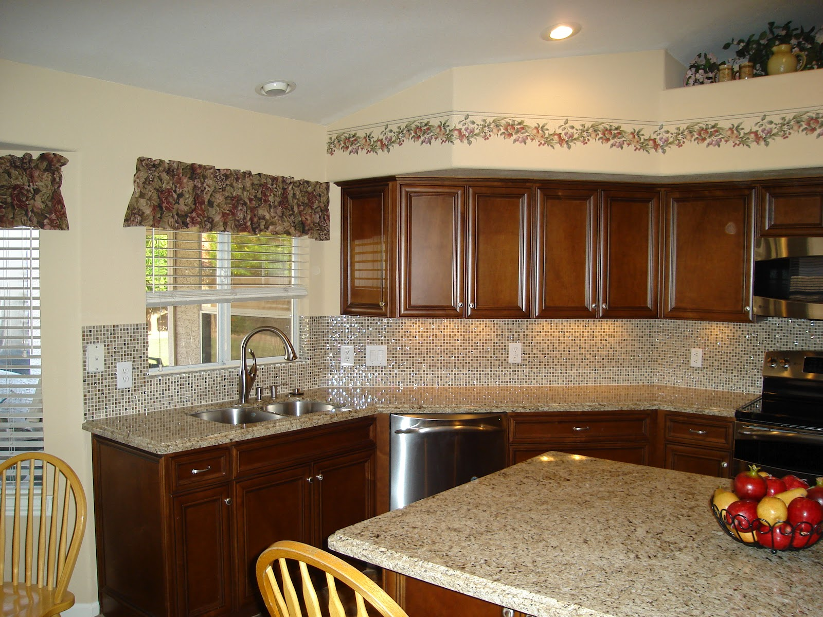 Kitchen cabinet fixtures for Really nice kitchen designs
