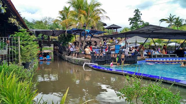 Keliling dengan Perahu Makoya Dapur Bakar Pandaan