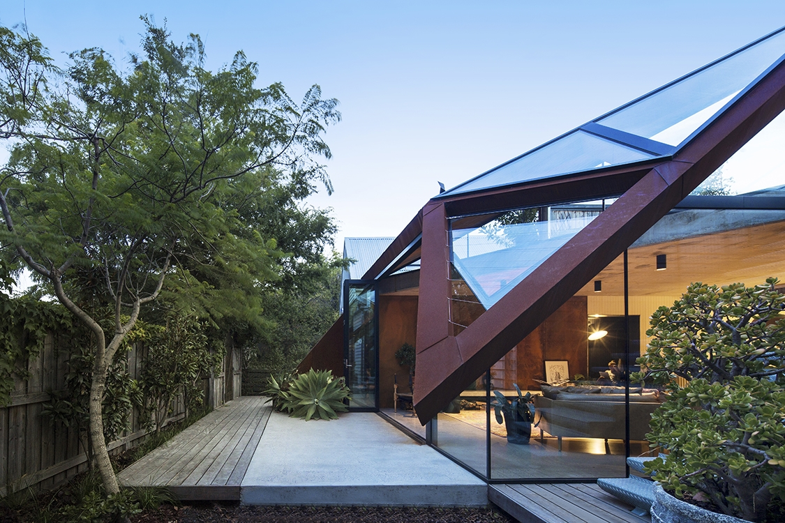 11-Damian-Rogers-Glass-Architecture-with-The-Leaf-House-www-designstack-co
