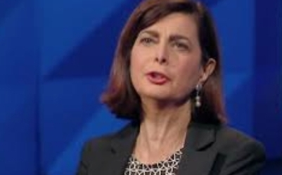 برلمانية إيطالية معارضة: سالفيني يخرق القوانين ويفرّ كالأرنب