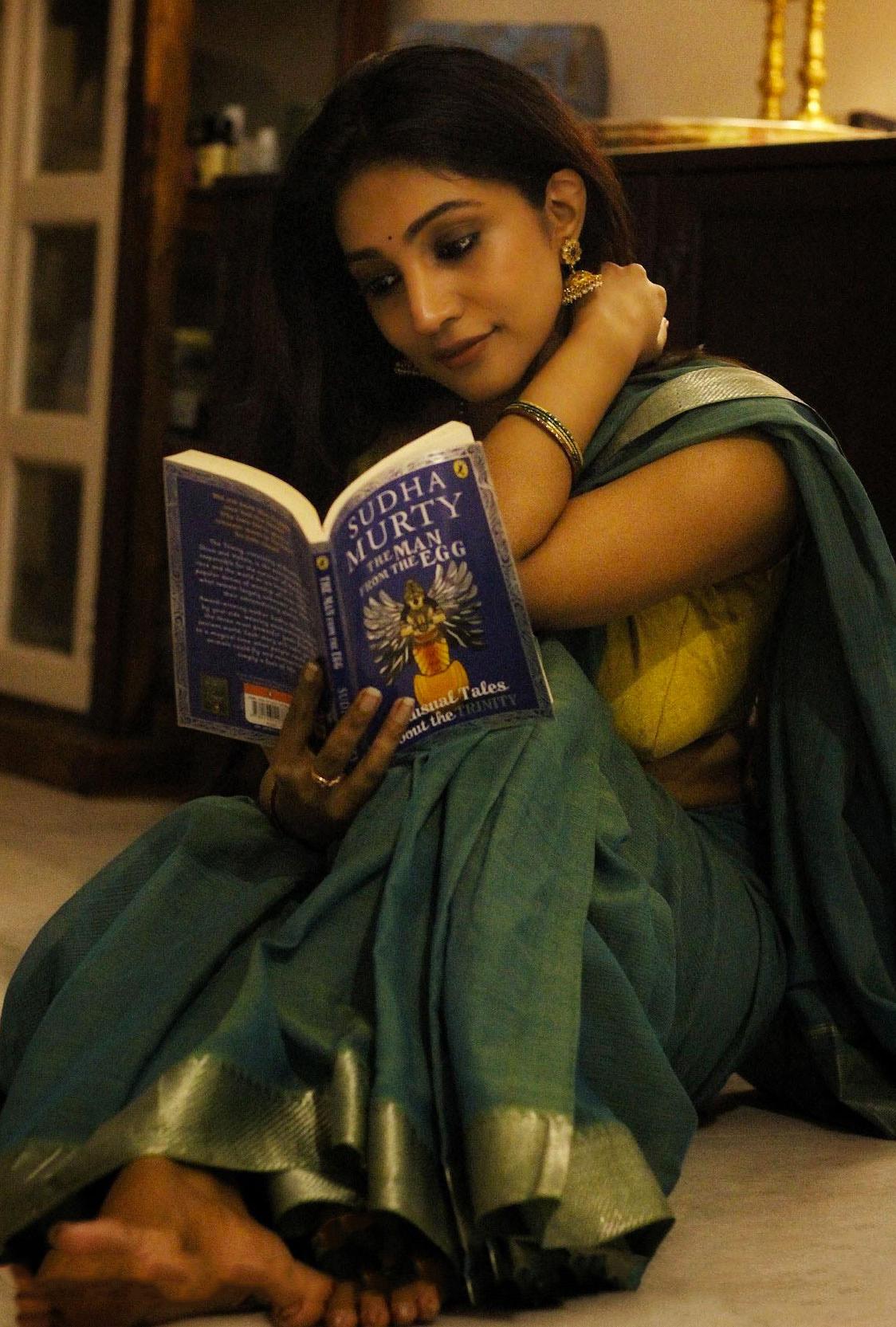 Bommu Lakshmi in green saree photos pics