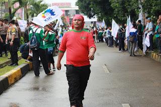 Rizal  saat Aksi solidaritas tolak union busting mirah sumirat