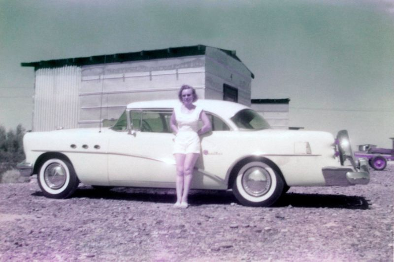 1950s-ladies-in-shorts-posing-with-cars5