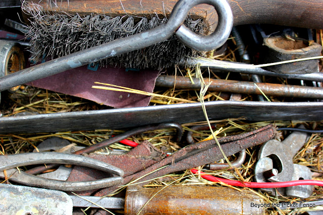 junk, rust, toolbox, http://bec4-beyondthepicketfence.blogspot.com/2012/06/my-strange-addiction.html