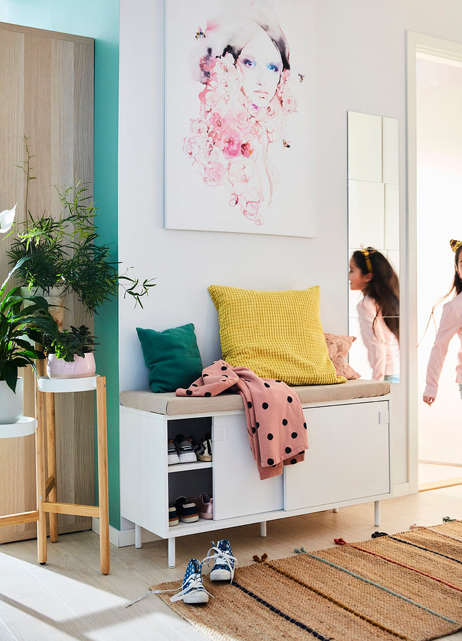 novedades catálogo ikea 2020 the lab home España zapatero blanco con cojines de colores