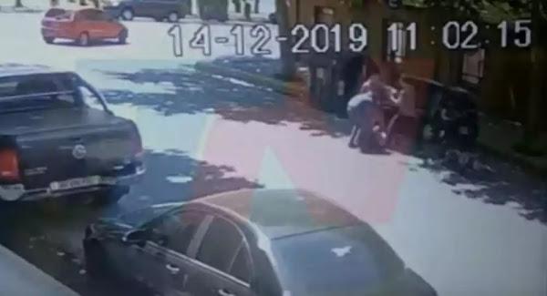 Πήγαν να τους κλέψουν κι αντιστάθηκαν: Σκότωσαν τον πατέρα και τραυμάτισαν τον γιο - Βίντεο