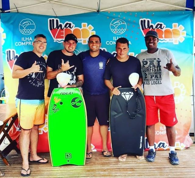 Com altas ondas e manobras radicais , Torneio de Surf do Ilha Verão foi disputado em cinco categorias