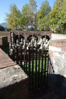 gate enclosure Gustavo Aceves horses migration sculpture exhibition Lapidarium Passo Sospeso Lucca Italy public art