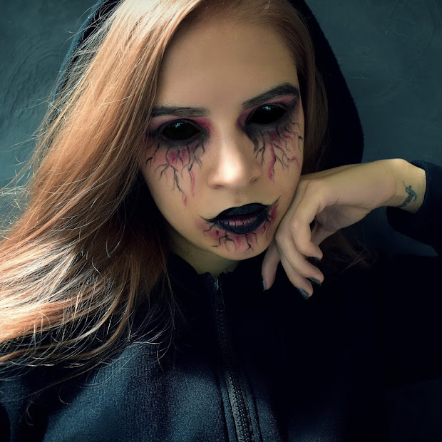 Easy Halloween Make Up - Black & Red
