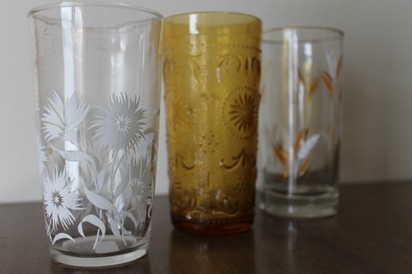 vintage daisy tumbler, vintage amber glass tumbler, vintage gold leaf tumbler