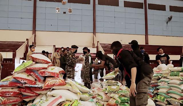 Pendistribusian beras untuk warga terdampak Covid-19