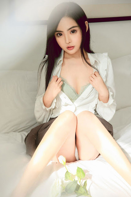Hot and sexy photos of beautiful asian hottie chick Chinese babe model Liu Yan Yan photo highlights on Pinays Finest Sexy Nude Photo Collection site.