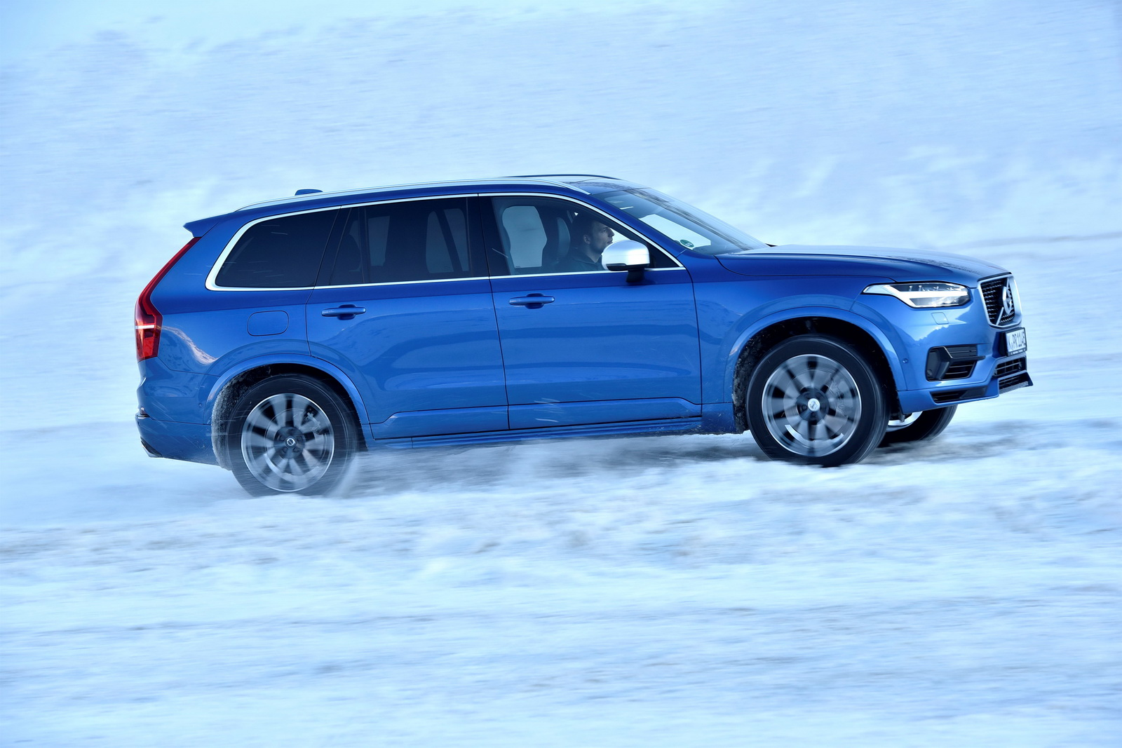 volvo offers 23 500 off leftover 2017 xc90 t8 excellence models carscoops. Black Bedroom Furniture Sets. Home Design Ideas