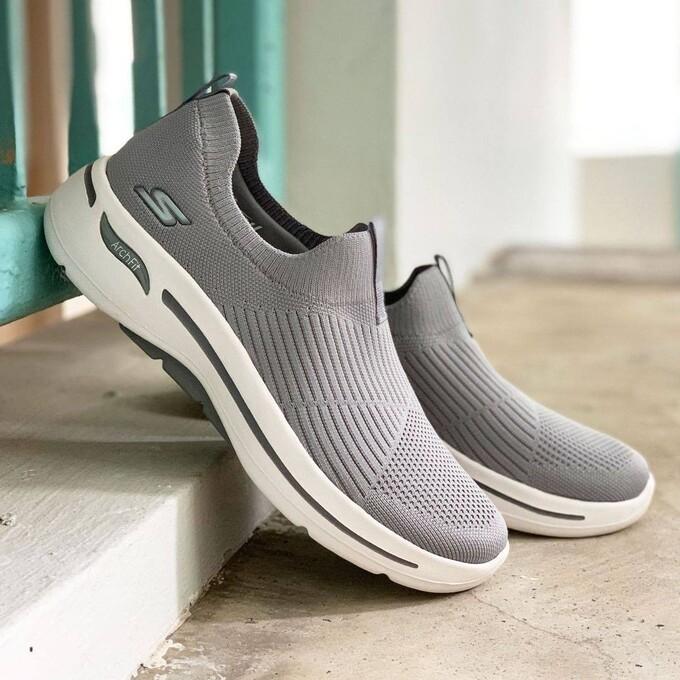 Giày thể thao Skechers tiện dụng cho người trẻ