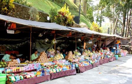 Pedagang di Pura Tirta Empul Gianyar, Bali