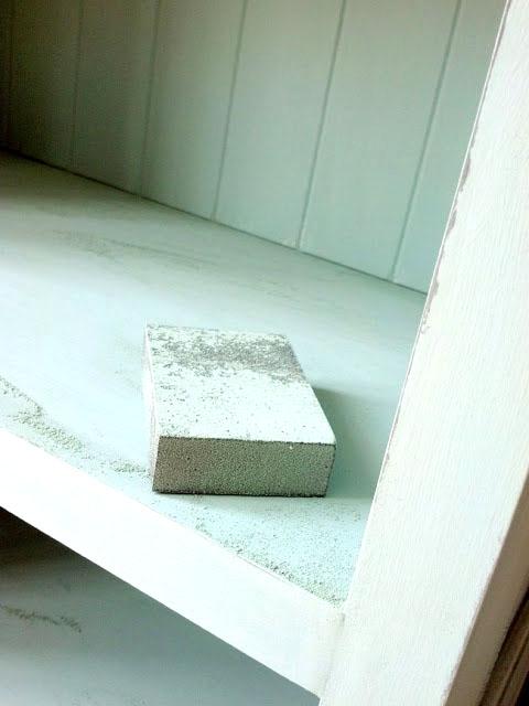120 grid sanding sponge to sand chalk paint