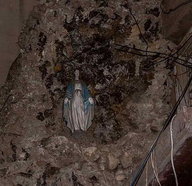 Nossa Senhora da Medalha Milagrosa intacta em Beirute