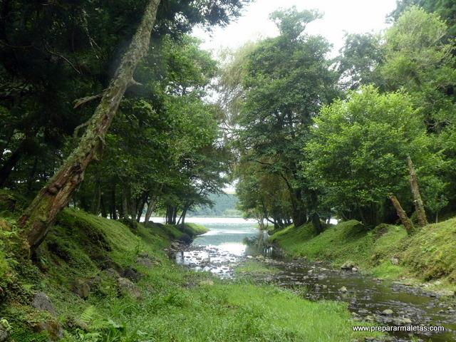 bordeando la laguna de Furnas, Azores