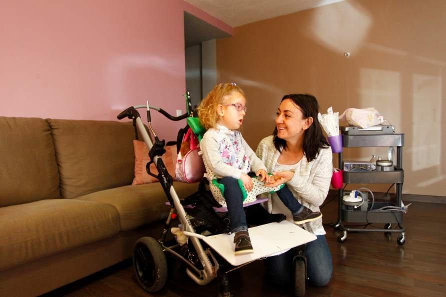 Enfermedad rara-EERR-Ana-miopatias-solidaridad-silla adaptada-blog