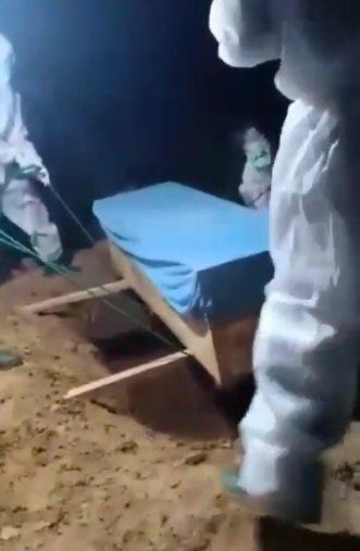 Viral Jenazah PDP Jatuh Reaksi Keluarga Marah Ke Petugas