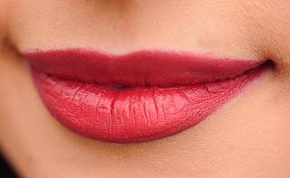 Cara merahkan bibir