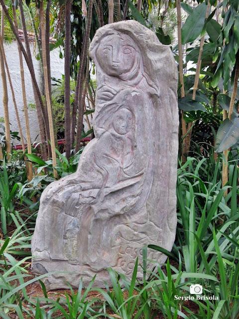 Close-up da Escultura Mãe e Filho - Jardim do Museu Lasar Segall - Vila Mariana
