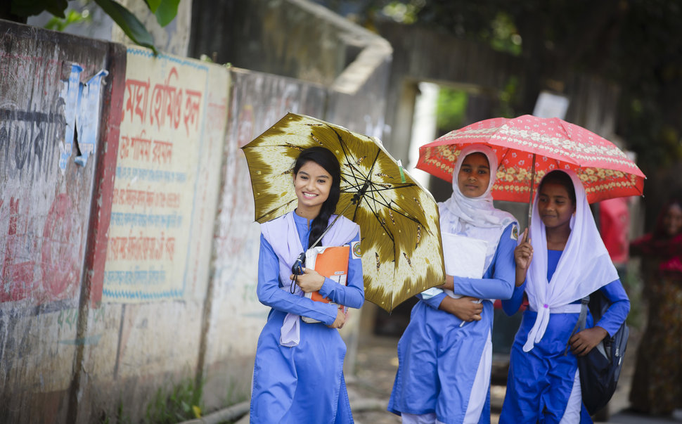 30 Beautiful Pictures Of Girls Going To School Around The World - Bangladesh