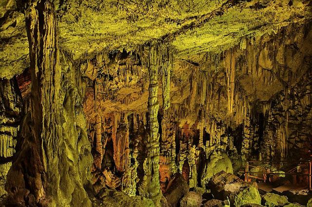la cueva de zeus