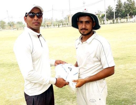 डिवाईन क्रिकेट अकादमी ने क्रिकेटर्स अकादमी गुडगांव को 13 रन से हराया