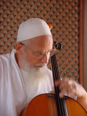 Shaykh Hassan Dyck é um músico, um gnóstico, um exemplo vivo e verdadeiro da mística Sufi e da sua tradição.