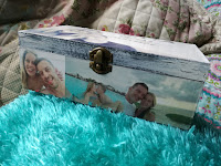 caja de madera pintada estilo pizarra