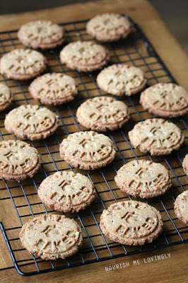 chia_and_nectar_oat_biscuits