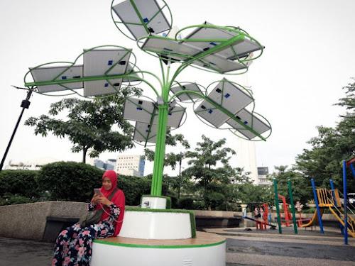 Solar Tree Taman Alun-Alun Bandung