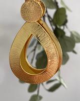 paire de boucles d'oreilles dorées suspendues