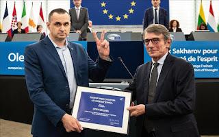 Sentsov recibe el premio Sájarov y alerta de que la UE no debe confiar en Putin