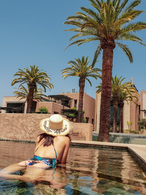 Marrakech, resort Fairmont Royal Palm. Relax in piscina. Alessia Siena