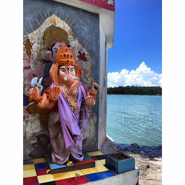 Sri Ganesha dans un temple du bord de mer à Cap Malheureux
