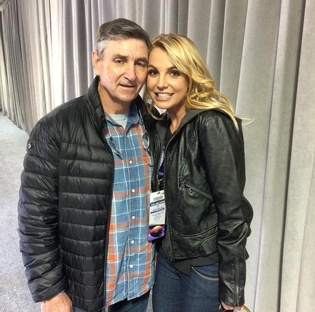 Pai de Britney Spears quer expandir (ainda mais) a tutela que tem  sobre a cantora.