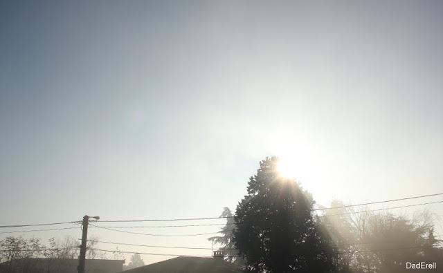 Le soleil est bas en hiver à 10 heures du matin