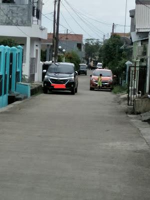 Posisi parkir di jalanan