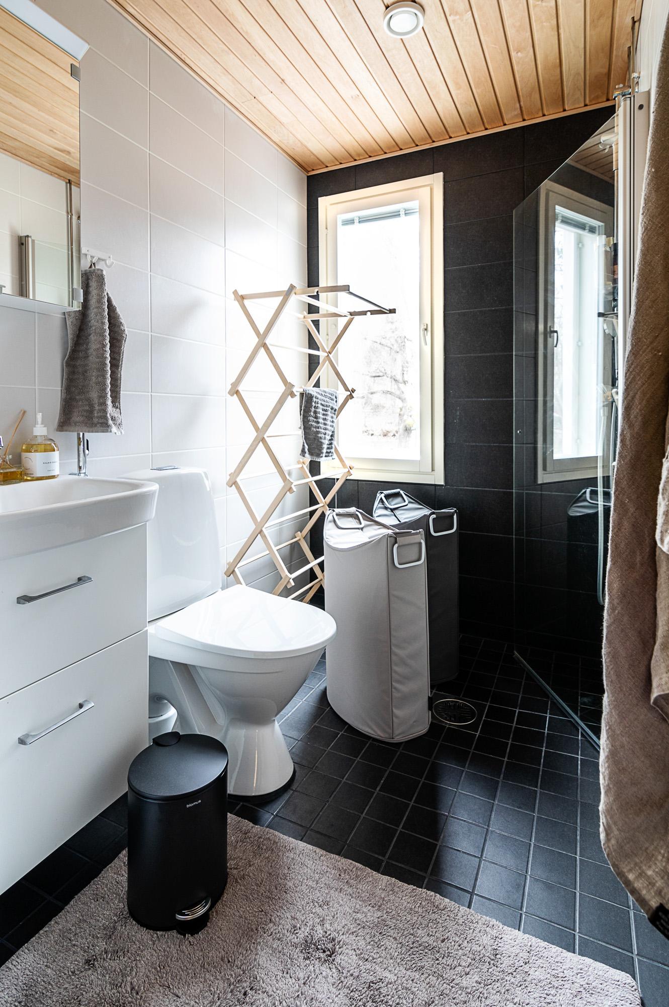 Kylpyhuone, sisustus, sisustaminen, finnishhome, koti, homeinterior, scandinavian home, inredning, Blomus, valokuvaaja, Visualaddictfrida, Frida Steiner